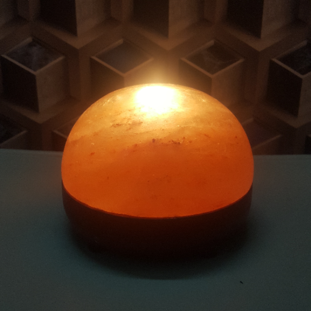 himalayan dome lamp  (with 2 bulbs 7w) with light